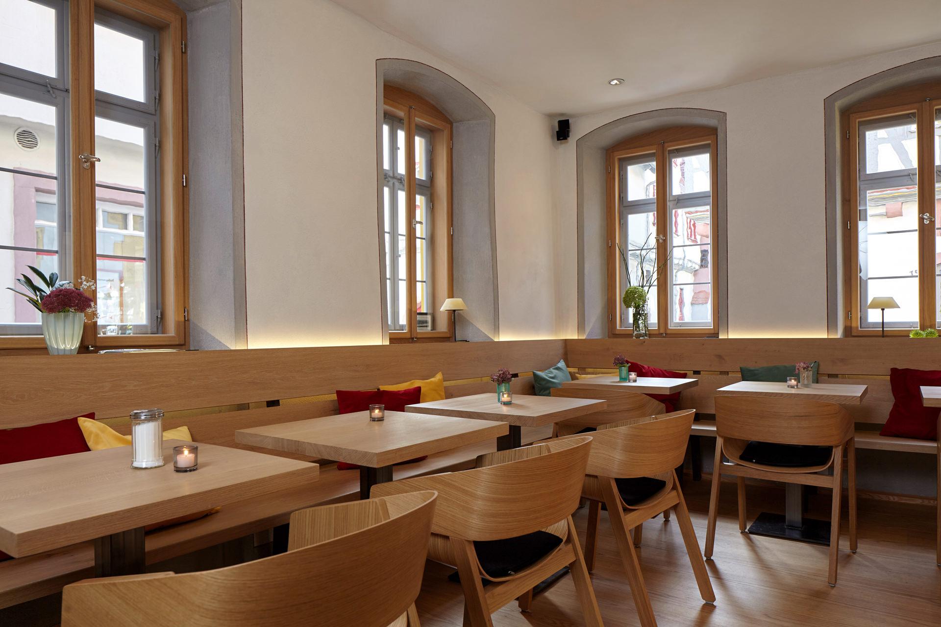 Cafe-Denkmal-Karlstadt-Gastraum