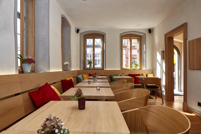 Cafe-Denkmal-Karlstadt-Innen